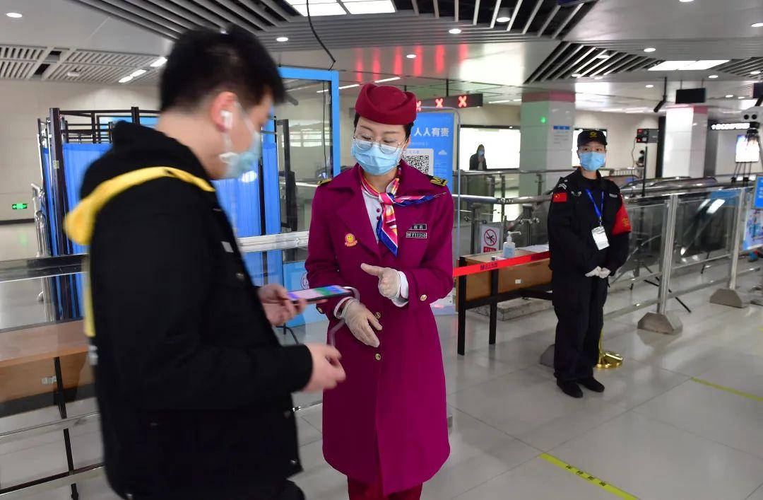 22日起武汉地铁、公交、出租车全面恢复,网约车再等8天